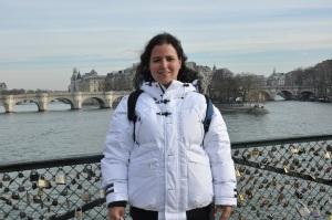 No dia seguinte, fomos dar uma volta por lojas do Chiado (região/bairro) para que eu comprasse um casaco de frio que aguentasse temperaturas negativas que ia pegar em Paris (pra onde iria depois do Porto). Achei um bonzão por 19 euros. Esse daí da foto (já em Paris).