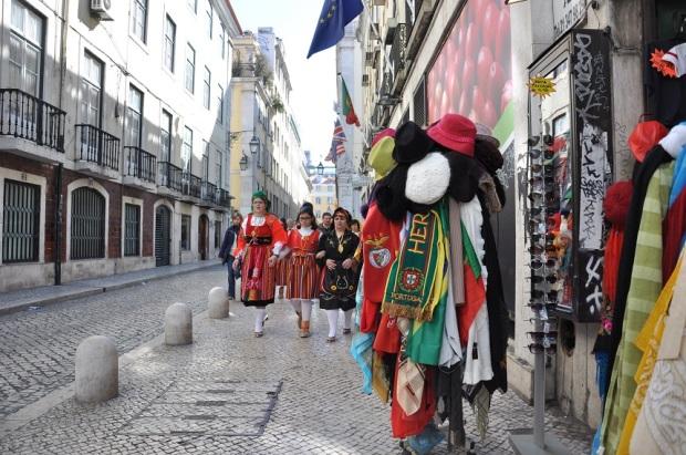 Depois do almoço, fomos passear na região da estação de Santa Apolônia, em que pude ver Portuguesas a caráter.